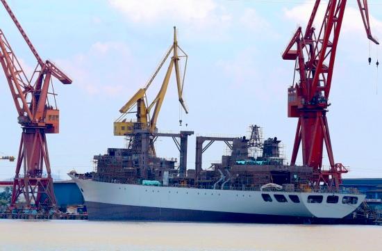 903型综合补给舰下水 中国海军锤炼远洋实战能力
