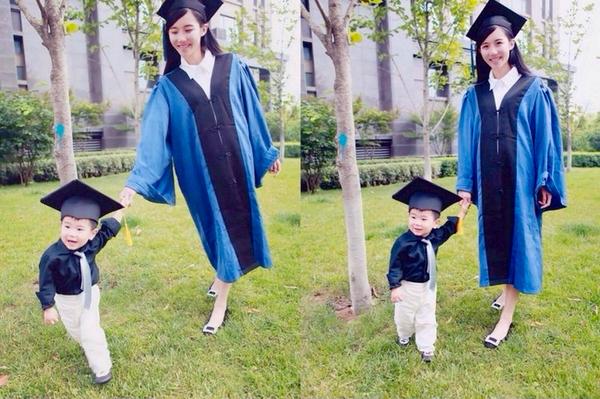 我操女研就生_美女硕士抱儿子怀女儿拍毕业照