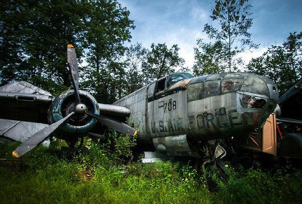 """成""""二战飞机墓地"""""""