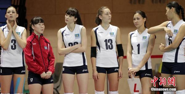 哈萨克女排十二头身美少女走红 身高182腿长1