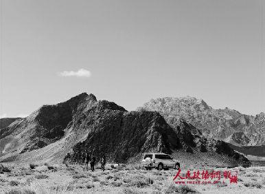 位于青海海西蒙古族藏族自治州都兰县察汗乌苏镇东南约试十公里的热水