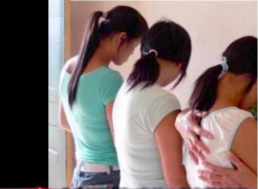 瘙逼囹�a_高二女生逼学妹向官员卖处 不同意者耳膜被打穿孔