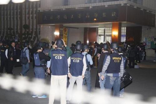 台湾监狱挟持案囚犯质问陈水扁保外就医 典狱长自愿当