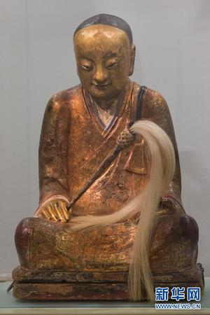 根据这名僧人宝像的坐垫上的文字基本可以推定,宝像里的僧人高清图片