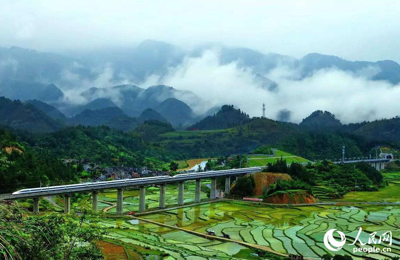 沪昆高铁贵州东段开通运营