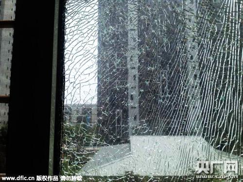 2015年7月13日,河北省秦皇岛市,高温致一家住户客厅玻璃爆裂,并不