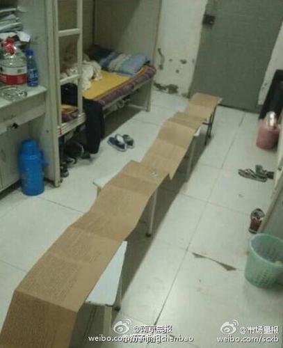 据网友爆料 四川建筑职业技术学院德阳校区一女生为男票写