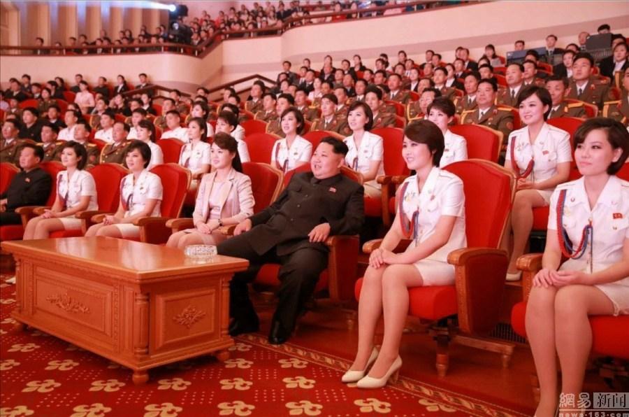 金正恩携夫人观看演出 纪念朝鲜劳动党建党70周年(高清组图)