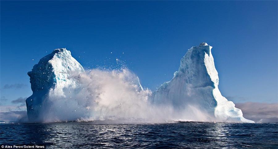 巨大冰山海上解体 滔天巨浪 摄影师如同经历海啸(组图