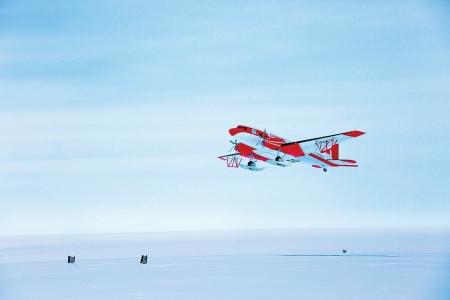 中国首架极地固定翼飞机成功试飞南极泰山站(图)