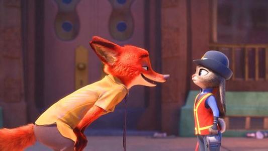 近日,迪斯尼电影《疯狂动物城》大热,引得片中主角狐狸尼克和配角狐狸芬尼克成为网红,不少人还打起了饲养狐狸的主意。电影中芬尼克的原型为按照国家二级保护动物管理的耳廓狐,有卖家称这几天打听耳廓狐的顾客比过去几个月都多,还有卖家称可私下买到耳廓狐。(3月18日《新京报》)  《疯狂动物城》 最近国内最火爆的影片,显然非美国迪斯尼公司出品的《疯狂动物城》莫属,里面塑造的各种动物形象,因为萌态十足,萌到了极致,受到了从儿童到成人的广泛欢迎。一些人由此也萌发了能不能在现实中饲养一个萌宠的想法,毕竟电影中的动物无