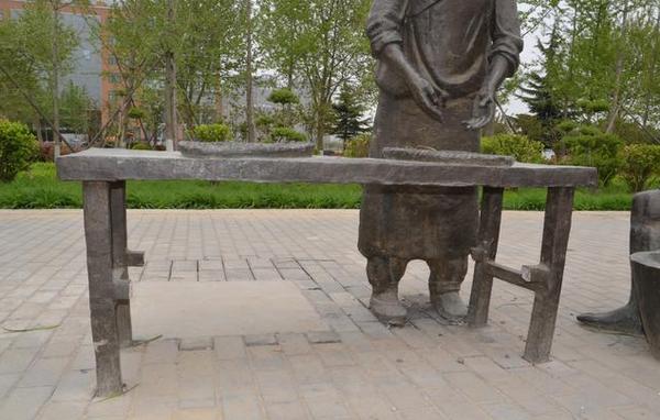 郑州生态廊道内铸铜雕塑遭疯狂盗窃