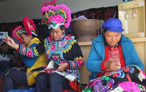 去年民族八省区减少农村贫困人口392万人