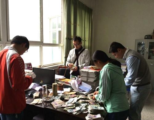 天全中学师生为患病学生刘玉萍爱心捐款5万多元