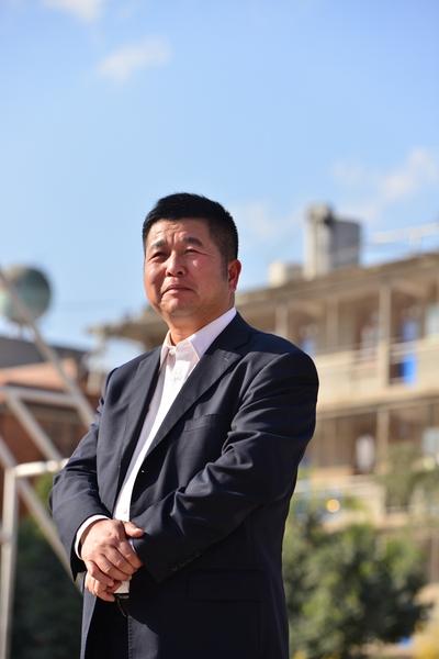 詹大年,中国教育学会教育管理分会教育策划学术委员、昆明市民办教育协会副会长、昆明丑小鸭中学校长。