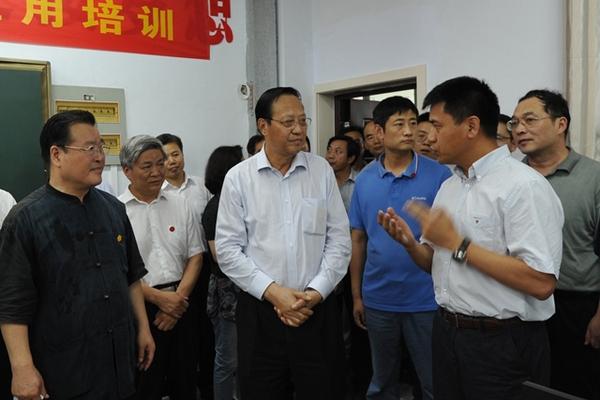 央主席张宝文赴河北省广宗县调研  在广宗县第二中学,张宝文主席仔图片