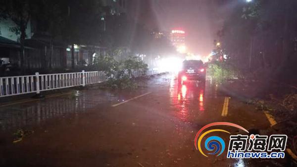 台风银河登陆海南紧急转移6万人 最大风力达10级