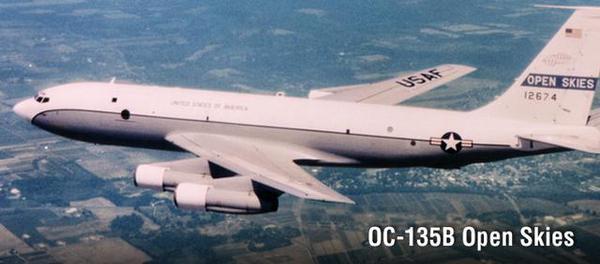 迫降原因是由于飞机起落架出了故障.