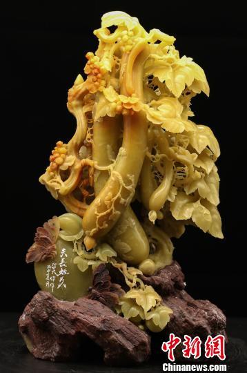 """在第六届""""中国青田石雕文化节""""即将举办之际,浙江省青田县石雕产业"""