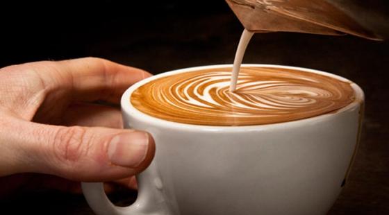 美国研究人员发现,一天喝两杯咖啡可能有助预防老年痴呆症.