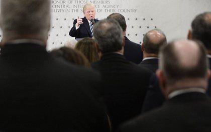 特朗普上任后突访并力挺美中情局:百分之一千支持你们