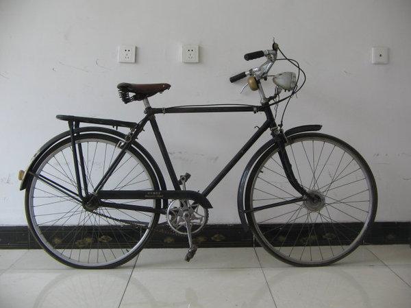 收藏古董自行车的老夫妇