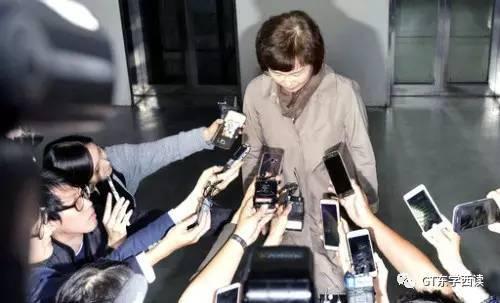 梨花女大校长崔京姬辞职。