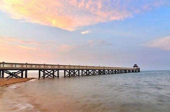 根据海岸线自然资源条件和开发程度,将海岸线分为严格保护,限制开发和