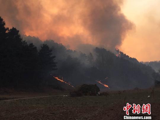 河北承德县发生森林大火 目前山火仍未扑灭