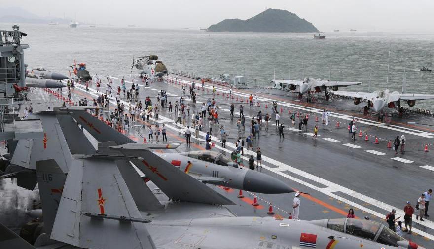 睹..:g�:!�9�������b��+�d#_驻香港部队开放军营 市民争睹航母编队风采