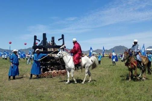 各民族��nm9.h9-_海峡两岸各民族欢度那达慕在赤峰市开幕