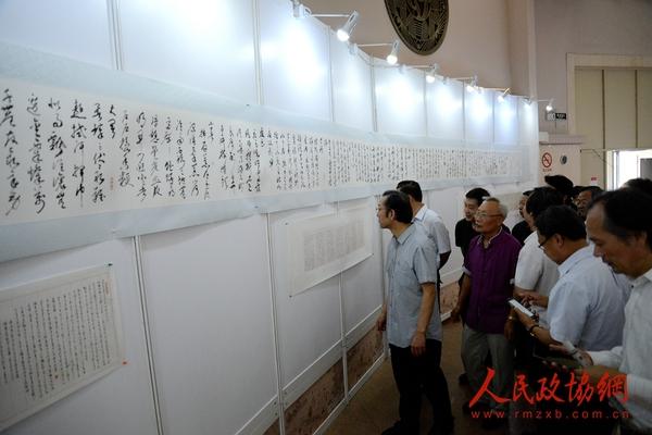 赵学敏、林帝浣、袁小楼二十四节气诗书画展现场
