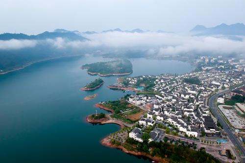 姜家镇位于浙江省淳安县境内,坐落在千岛湖畔.