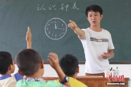 2013年至今中央财政核拨乡村教师生活补助112亿元