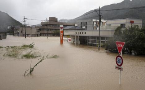 台风泰利登陆日本 致1死35伤3人失踪