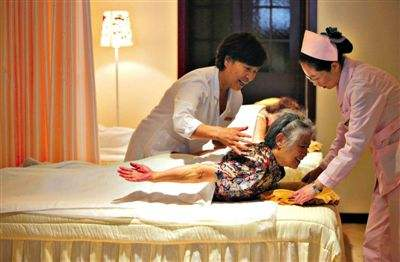 北京市民政局福利处副处长李树丛介绍,对北京符合条件的基层公办养老