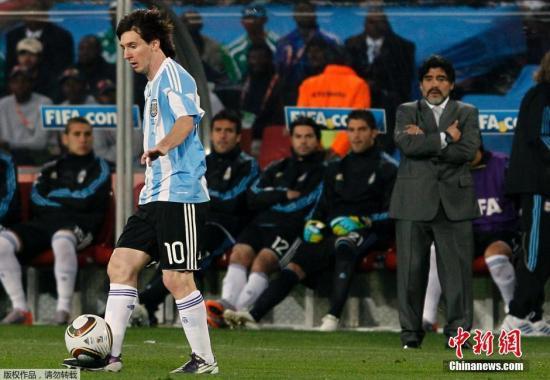 世界杯 当地时间4日下午,阿根廷,乌拉圭和巴拉圭三国总统在阿根廷首都