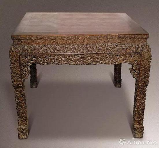 清代 硬木雕龙云龙 八仙桌