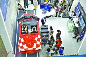 模拟驾驶赛车。