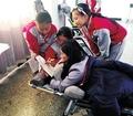 女教师尾椎损伤趴折叠床上辅导学生 网友:暖哭了