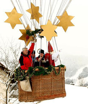"""不走陆路改空降 """"圣诞老人""""搭热气球出发"""