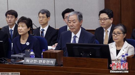 """两名韩国前官员因""""文化界黑名单""""获刑"""
