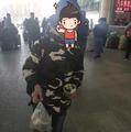 小男孩在火车站借手机打电话 事后他这样报恩
