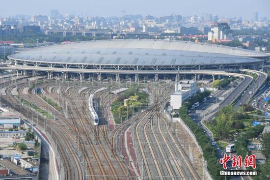 北京铁路迎来首个春运小高峰 南站首次开跑夜间高铁