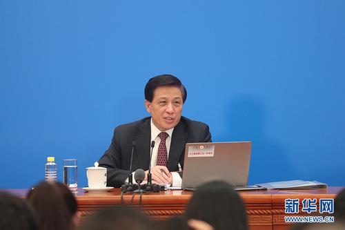 图为张业遂回答记者提问。新华网中国政府网 陈杰 摄