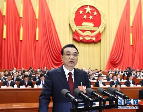3月5日,第十三届全国人民代表大会第一次会议在北京人民大会堂开幕。国务院总理李克强作政府工作报告。 新华社 鞠鹏 摄