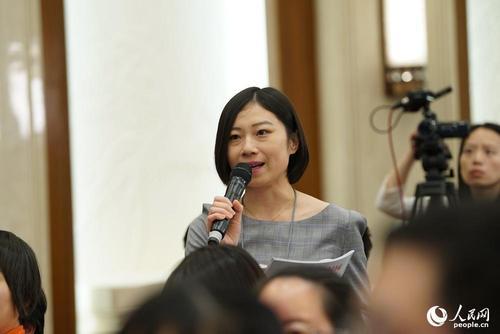 中国农村杂志社记者提问 人民网记者 赵铎 摄