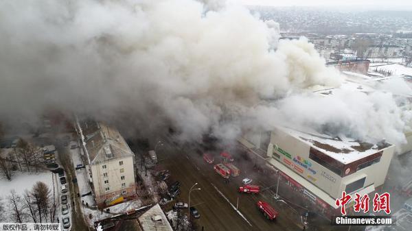俄罗斯一购物中心发生火灾 已致37人死亡图片 31864 600x337