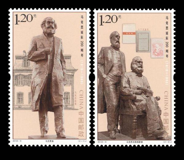 为纪念马克思诞辰200周年,中国邮政定于5月5日发行的《马克思诞辰200周年》纪念邮票共1套2枚,全套面值2.40元。中国集邮总公司也于同日发行了首日封、品邮赏珍折、封中封、《真理的味道》党员学习笔记等系列邮品。  《马克思诞辰200周年》纪念邮票  《马克思诞辰200周年》纪念邮票首日封,图案为吴为山的马克思雕塑。 该套邮票由中国美术馆馆长、中国美术家协会副主席吴为山设计,邮票图案选自他的经典雕塑作品,第一图为马克思像,背景为马克思位于德国特里尔市的故居;第二图为马克思与恩格斯像,背景为《共产党宣言》德