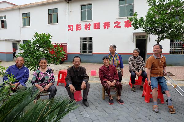 新余市罗坊镇习彭村颐养之家的老人们.